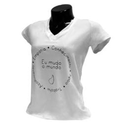 Camisa Eu mudo o mundo palavras <span>Descontos progressivos até 31 de maio ou enquanto durarem os estoques!</span>